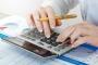 Cresce para 63% o número de consumidores que controlam suas finanças, revelam CNDL/SPC Brasil e Banco Central